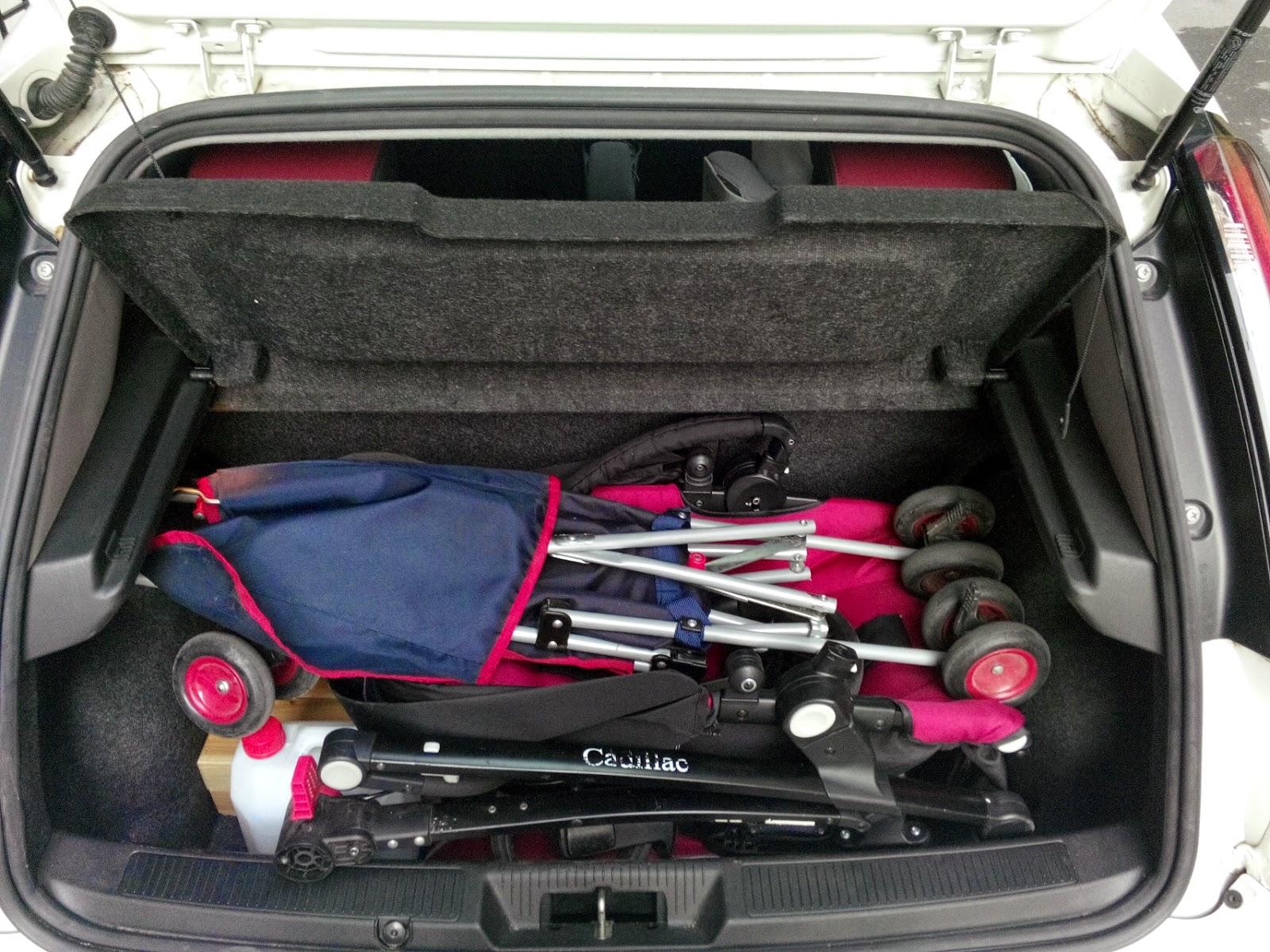 araba bagajında puset