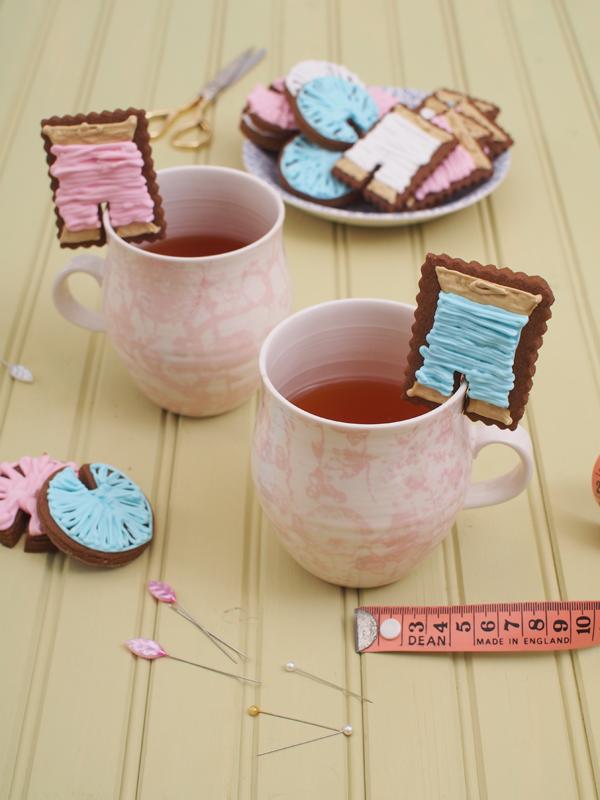 http://1.bp.blogspot.com/-XKrCL1UeLS8/VL5E3Xs60xI/AAAAAAAAHcU/xXR5-LB6LR8/s1600/Gingerbread-Mug-Biscuit-molliemakes.com_.png