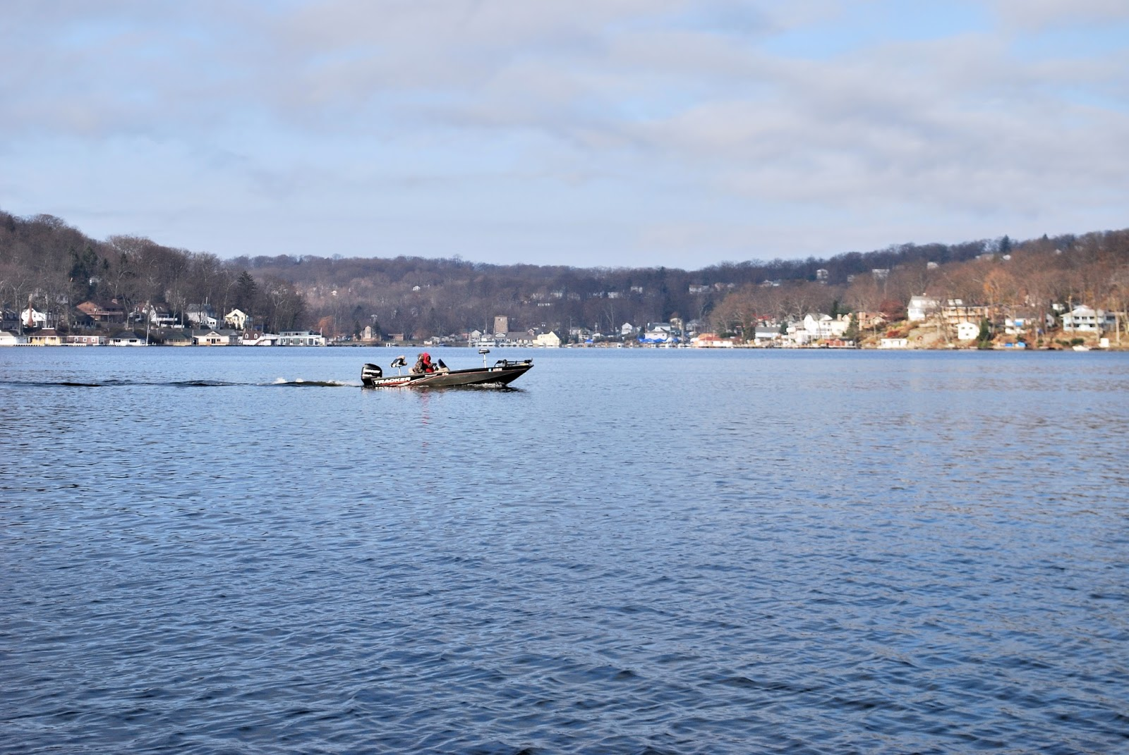 Litton 39 s fishing lines like october in december on lake for Lake hopatcong fishing