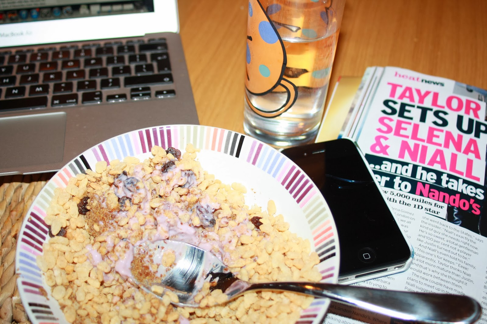 Morning-computer-breakfast-phone-magazine-Gallery