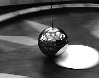 Pendulum... by ~crapiolo