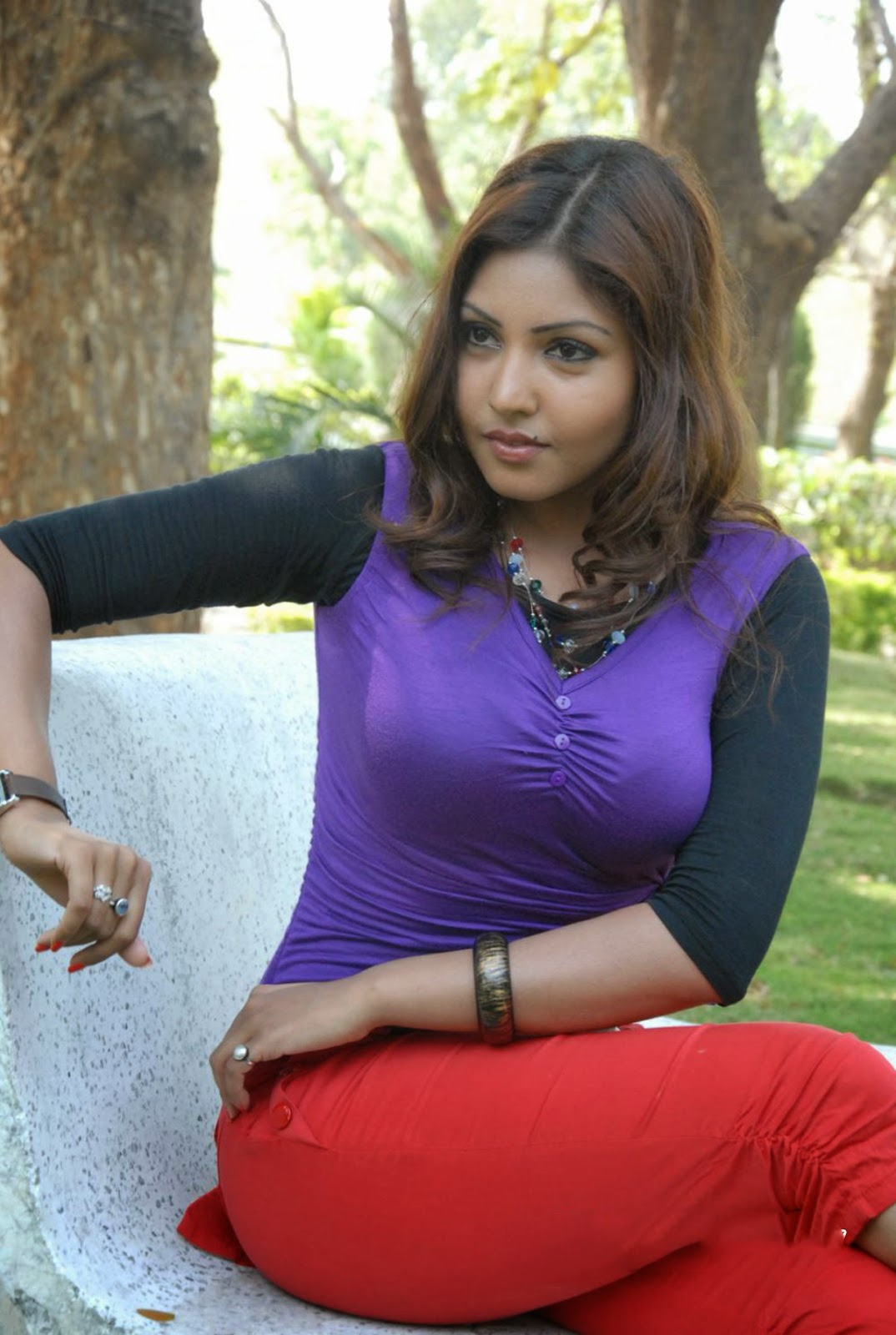Komal Jha purple top hot pics