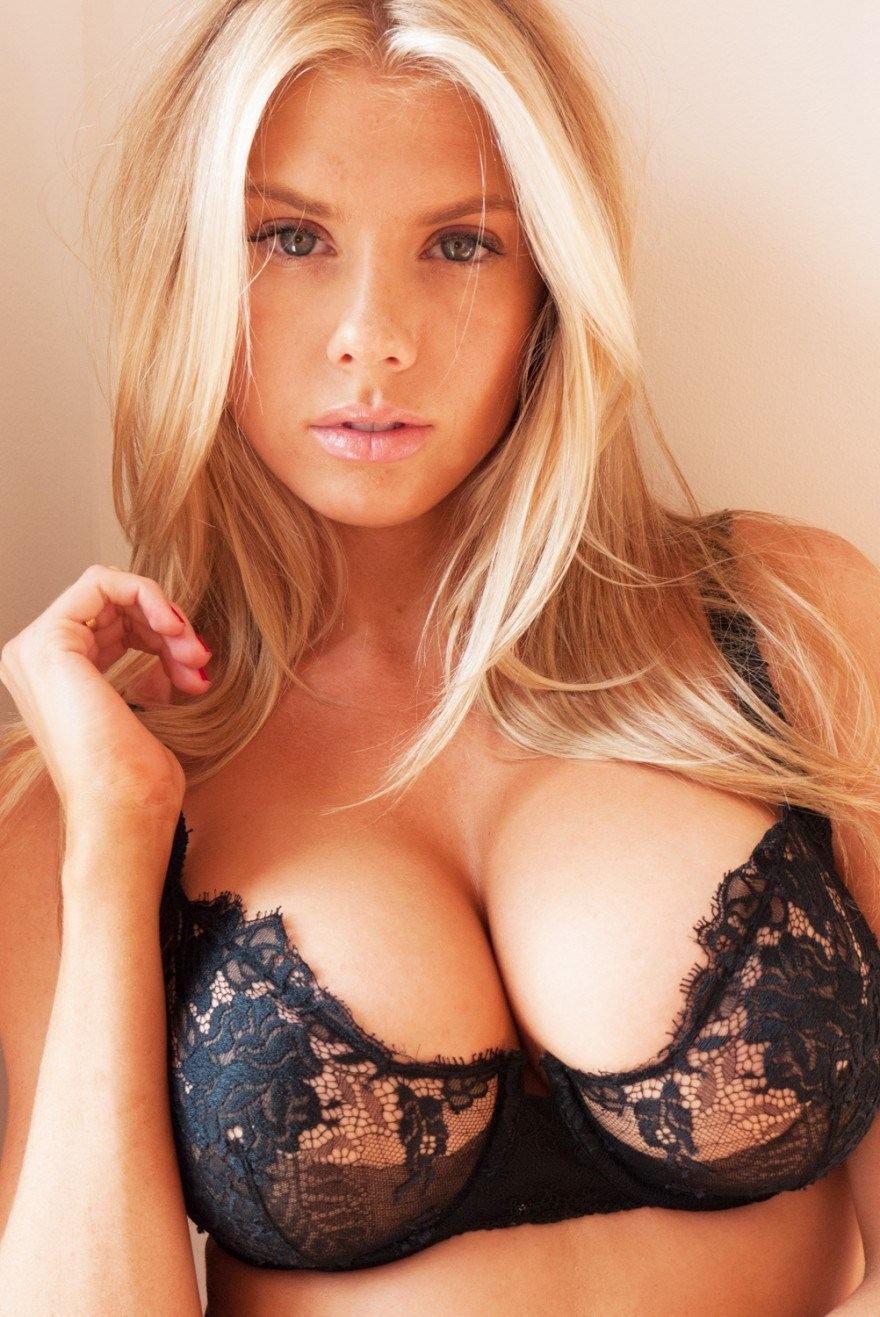 Blonde bombshell halle von is inter 3