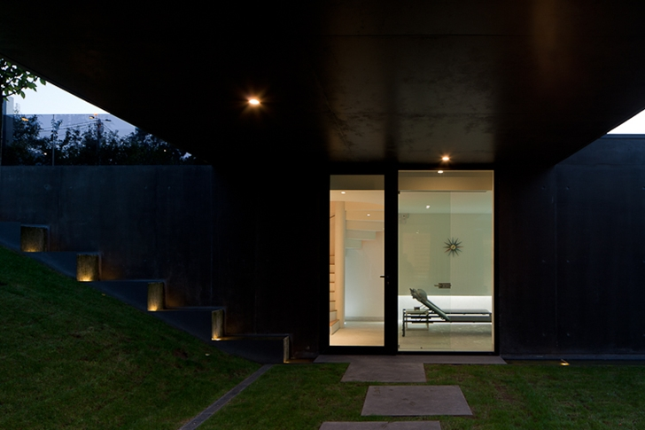 Backyard of Black Concrete House by Pitagoras Arquitectos