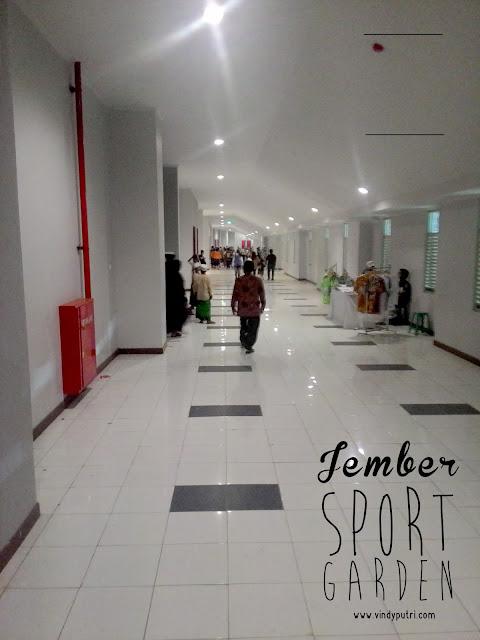 Dalam gedung stadion Jember Sport Garden