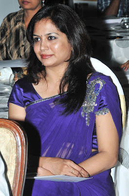 Tollywood singer Sunitha in Blue Saree Photos