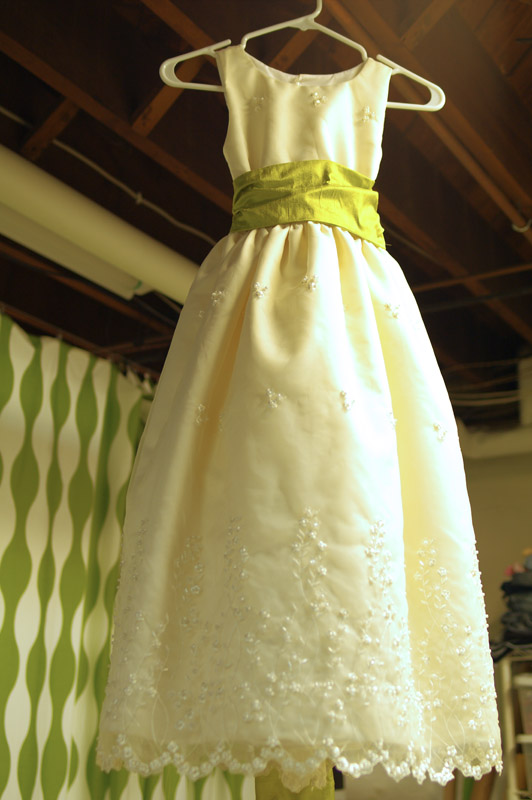 threads and snippets: sewing a flower girl dress
