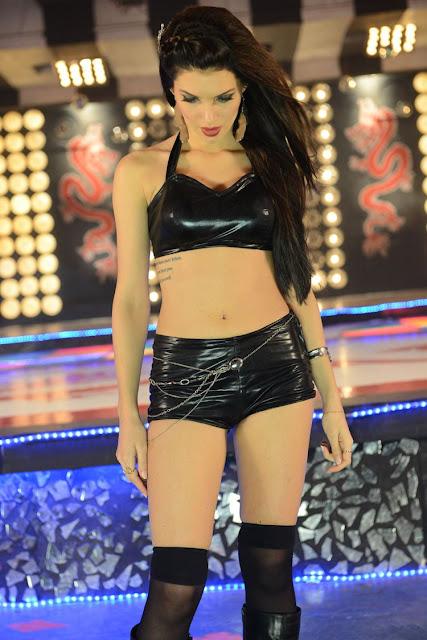 Scarlet navel show photos