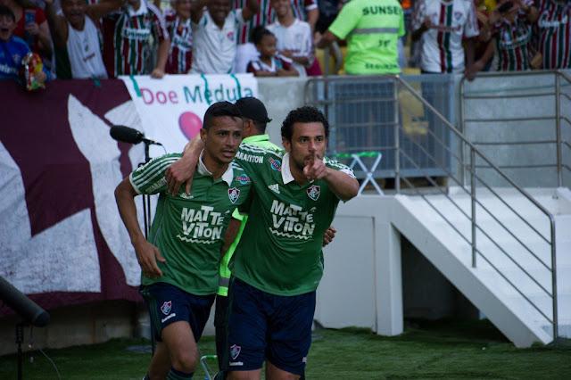Cícero comemora com Fred em vitória do Tricolor das Laranjeiras sobre o Figueirense (Foto: Bruno Haddad/Fluminense FC)