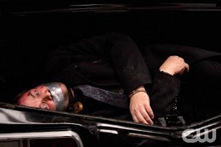 Supernatural-S09E02-Devil-May-Care-Crowley-Prisionero