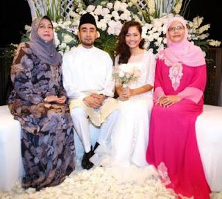 gambar keluarga Majlis tunang Liyana Jasmay