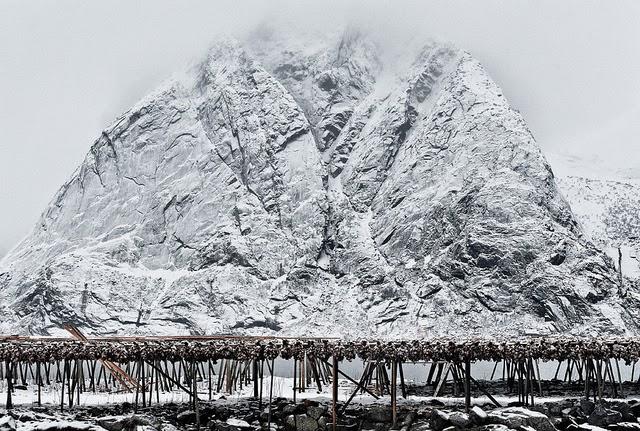 montaña nevada islas lofoten