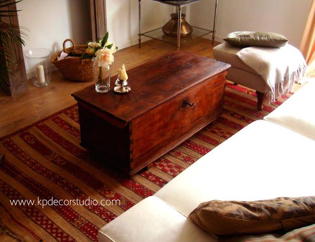 Salones vintage. Venta de baúles de madera antiguos. Decorar salón con estilo nórdico