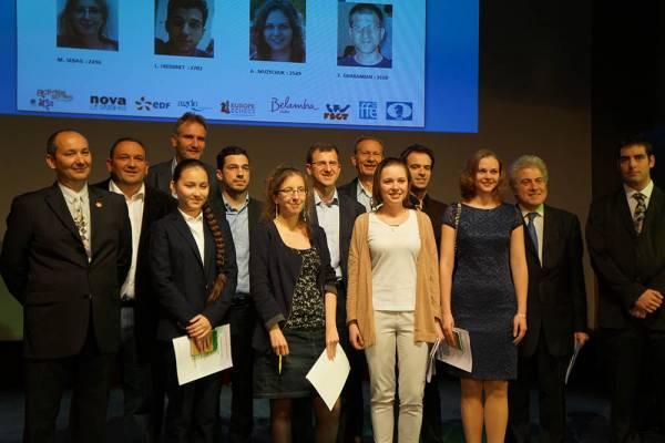 Les participants au Trophée d'échecs Karpov 2015 et les officiels lors du tirage au sort des numéros d'appariements - Photo © capechecs
