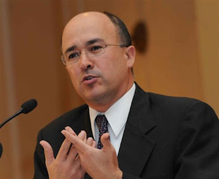 Domínguez Brito llama a sectores productivos a brindar oportunidad a jóvenes