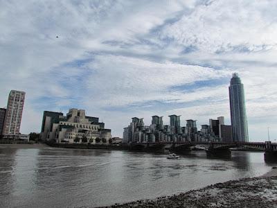 London, Vauxhall bridge, Thames, MI6 headquarters, walk, Tate Britain, Millbank, visit, tourist, UK
