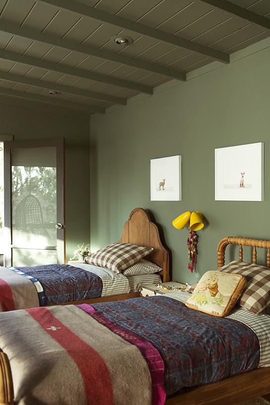 Atelier rue verte le blog une chambre d 39 enfant en vert kaki for Chambre design verte