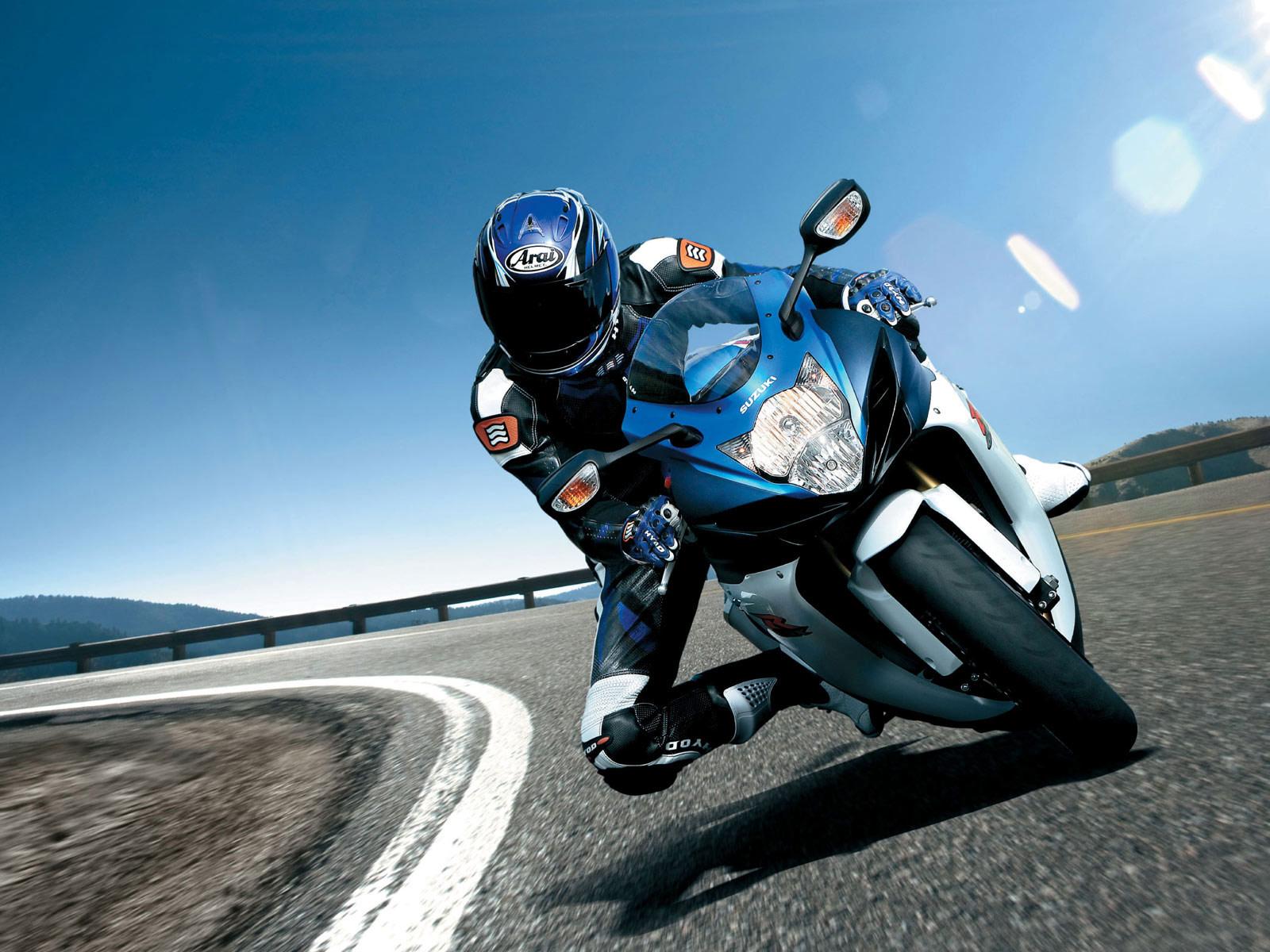 http://1.bp.blogspot.com/-XMroEr9i5os/TuVSbO-wLOI/AAAAAAAAFPI/BSPDvvo4oJI/s1600/2011_Suzuki_GSX-R_600_motorcycle-desktop-wallpaper_01.jpg