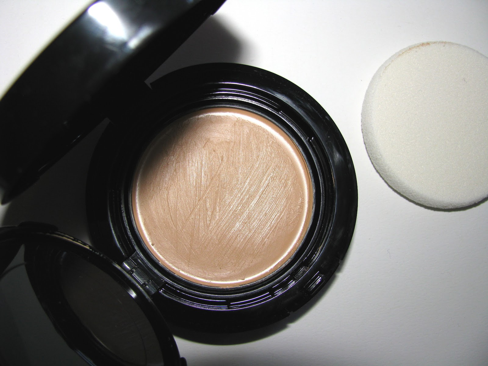 the beauty alchemist chanel vitalumiere aqua cream compact makeup. Black Bedroom Furniture Sets. Home Design Ideas