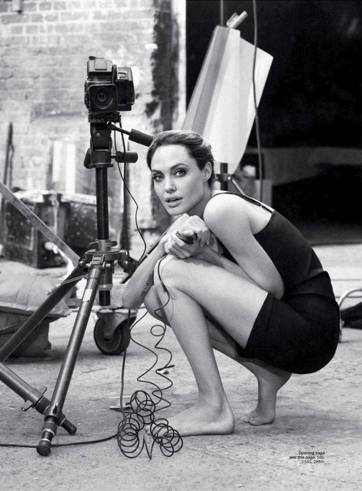 http://1.bp.blogspot.com/-XN4pvJW6lTU/TuC5HO4BJMI/AAAAAAAAhUE/NEmLxrznSRU/s1600/Angelina-Jolie-MarieClaire-6.jpg