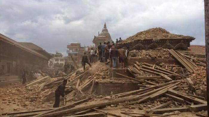 DEVASTADOR TERREMOTO DE 7,9 GRADOS EN NEPAL - MAS DE 500 MUERTOS