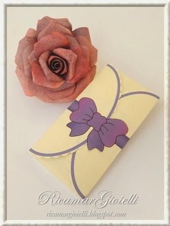 Scatola regalo con fiocco lilla