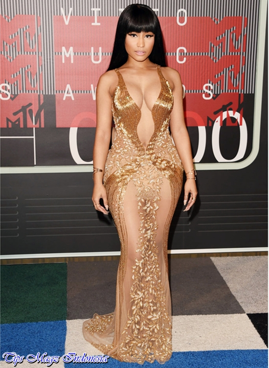 penampilan nicki minaj di red carpet mtv vma 2015