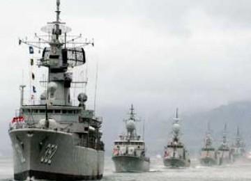 Kapal Perang Republik Indonesia Mengawal Keamanan Maritim