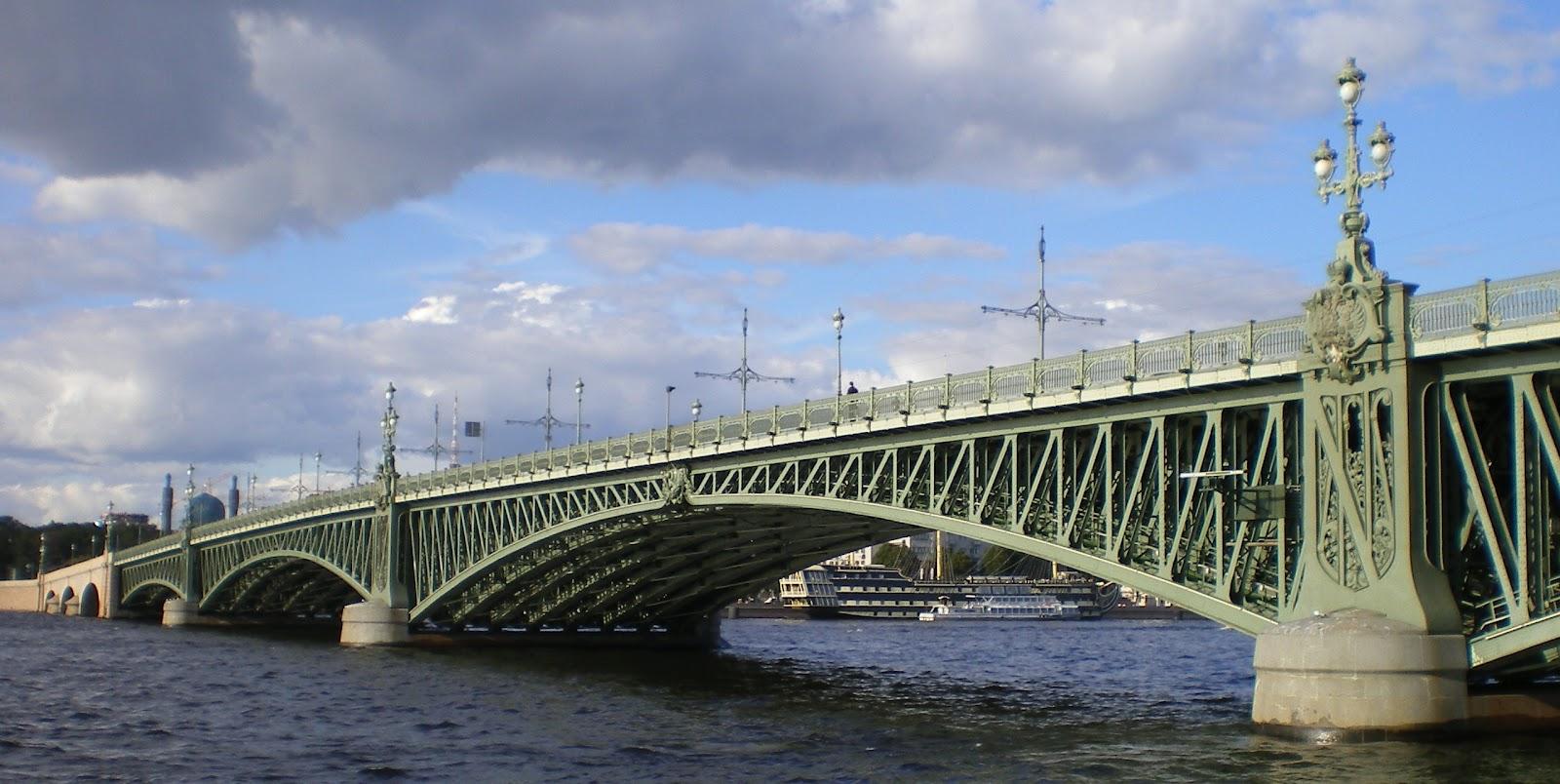 http://1.bp.blogspot.com/-XO2L15oTpds/UB0yRKQrxYI/AAAAAAAAA-U/i4zNmMuZuO0/s1600/Trinity_Bridge_-_span_of_a_bridge.JPG
