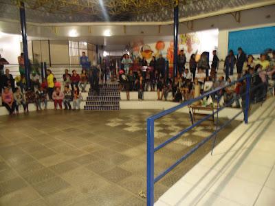 Alunos se reunindo na Arena para execução da prova Surpresa da Gincana