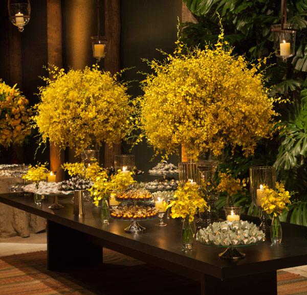 decorar ouro branco:quero que os DETALHES EM MARROM, tipo mesas do buffet de madeira
