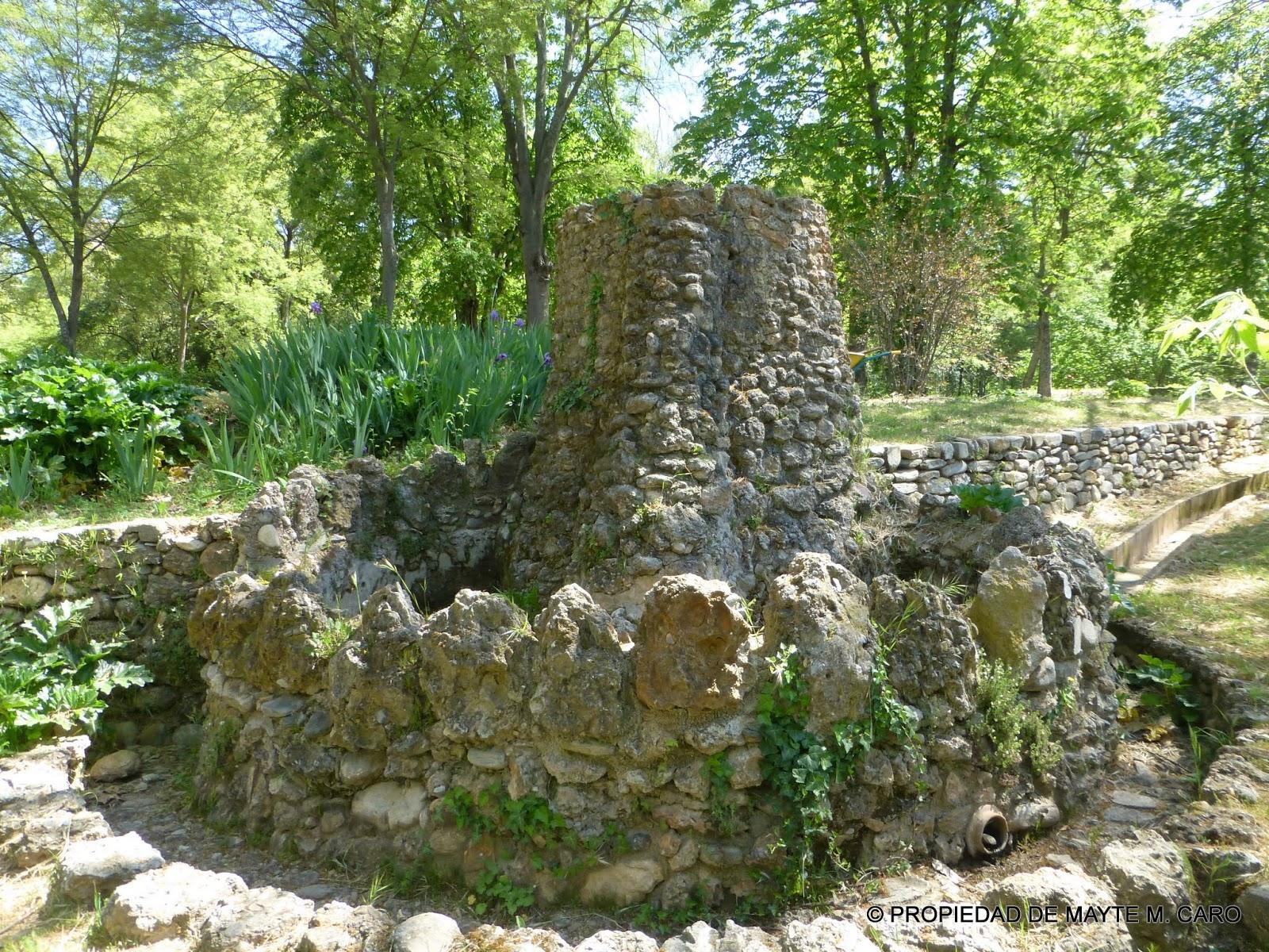 Fuentes de granada esta fuente en piedra en el carmen de los catalanes posiblemente fue una de - Fuentes para jardin de piedra ...