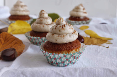 Cupcakes de vainilla rellenos de chocolate con buttercream de castañas