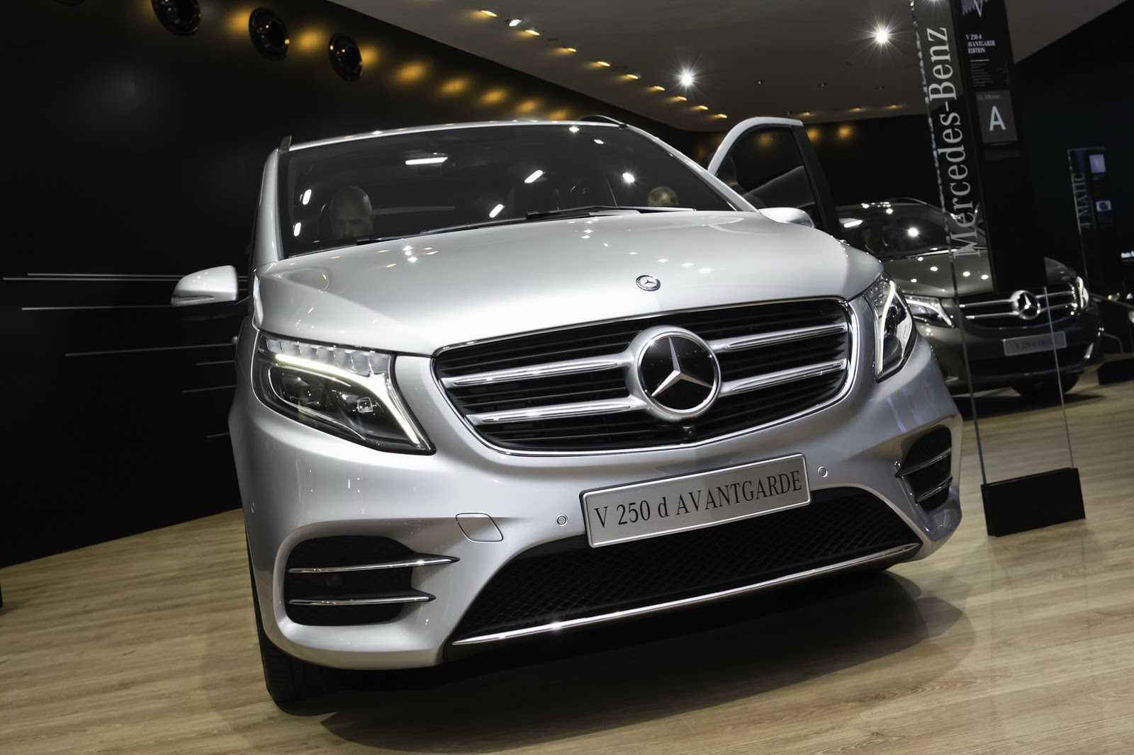 Mercedes Benz Vans >> New Mercedes-Benz V-Class Takes Some AMG Fashion Lessons | carscoops.com