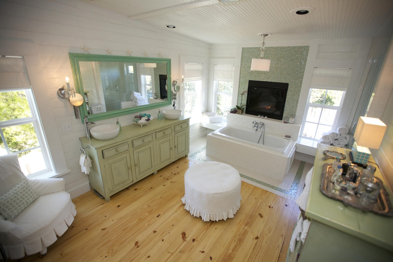Western Style Bathroom In Green