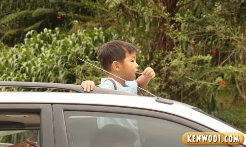 kid lollipop nom