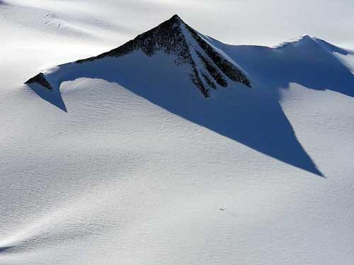 http://1.bp.blogspot.com/-XOwxPX07pnM/Thr_PzflVTI/AAAAAAAAN6E/byJQMo81lTA/s640/antarctica_pyramid.jpg