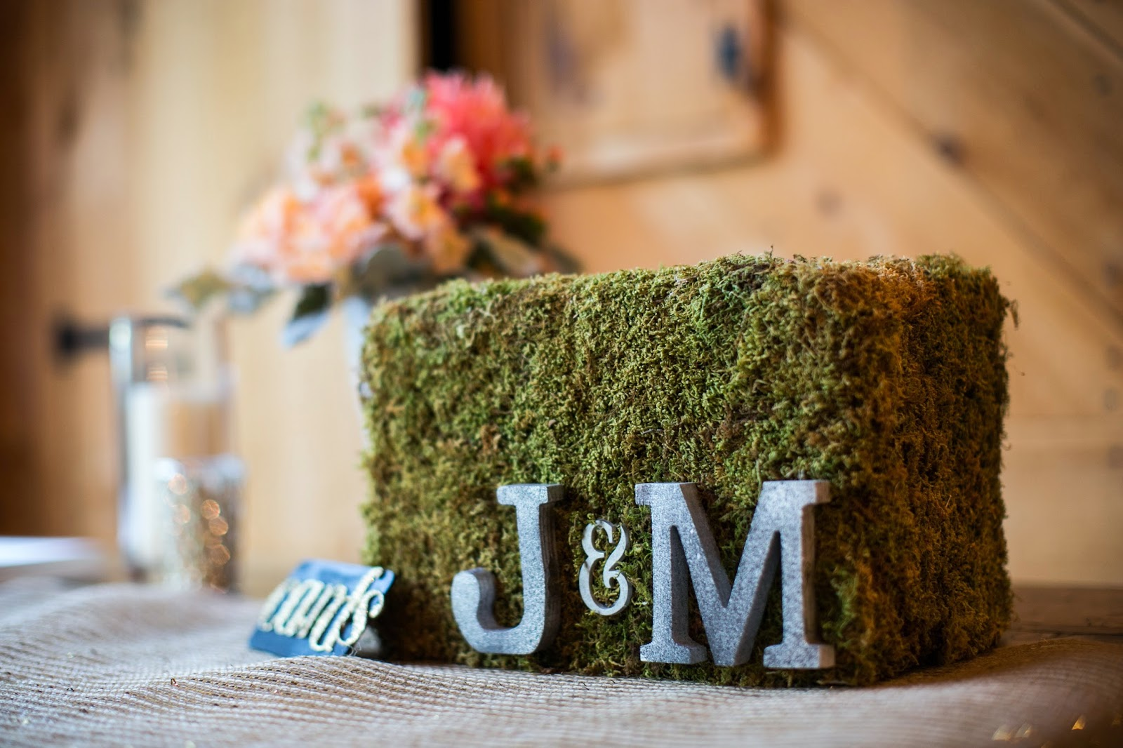 les fleurs : red lion inn : jess jolin photography : moss card box : heirloom rental : monogram card box