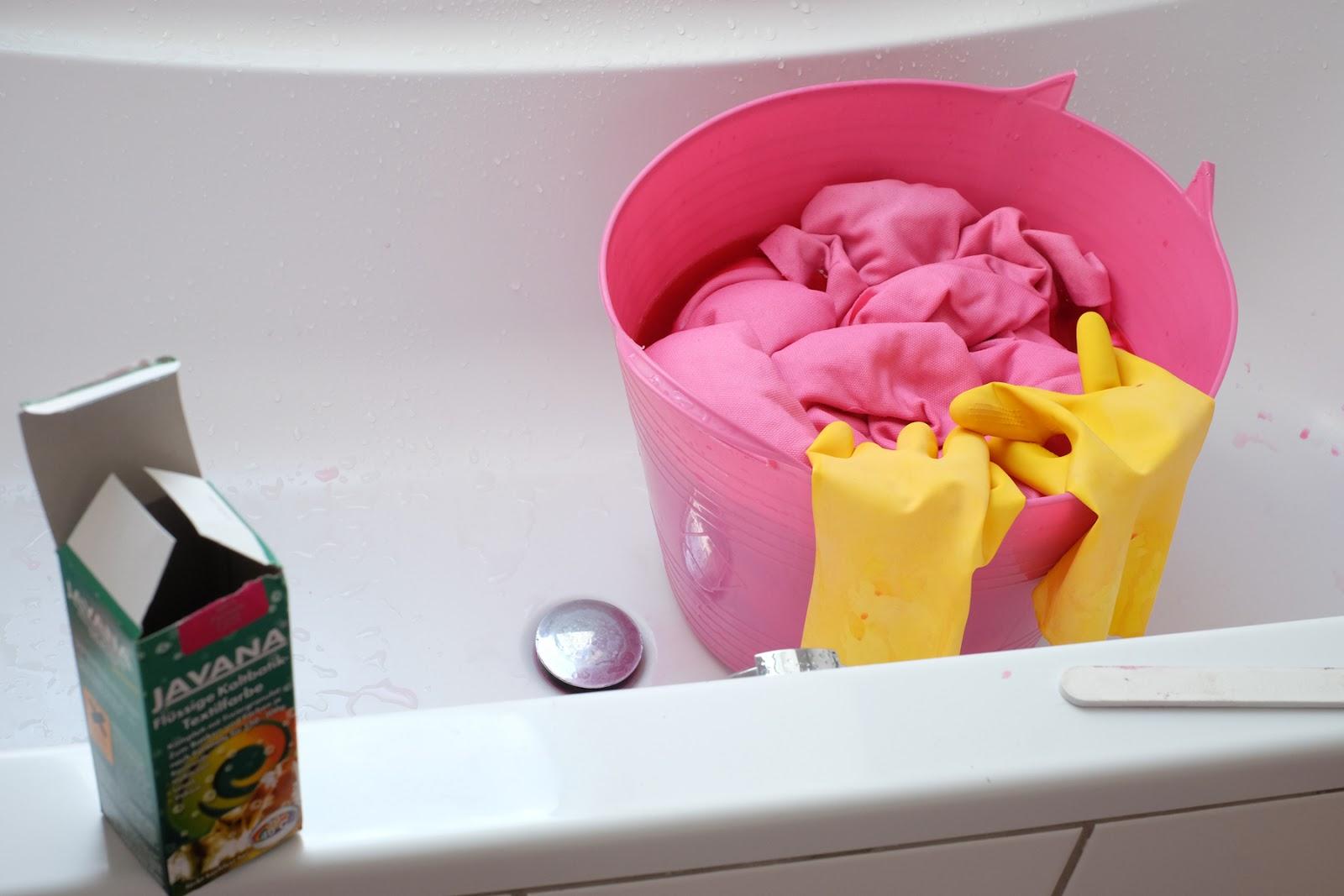 sofabezug dye oder wie die welt wieder etwas mehr rosa wird. Black Bedroom Furniture Sets. Home Design Ideas