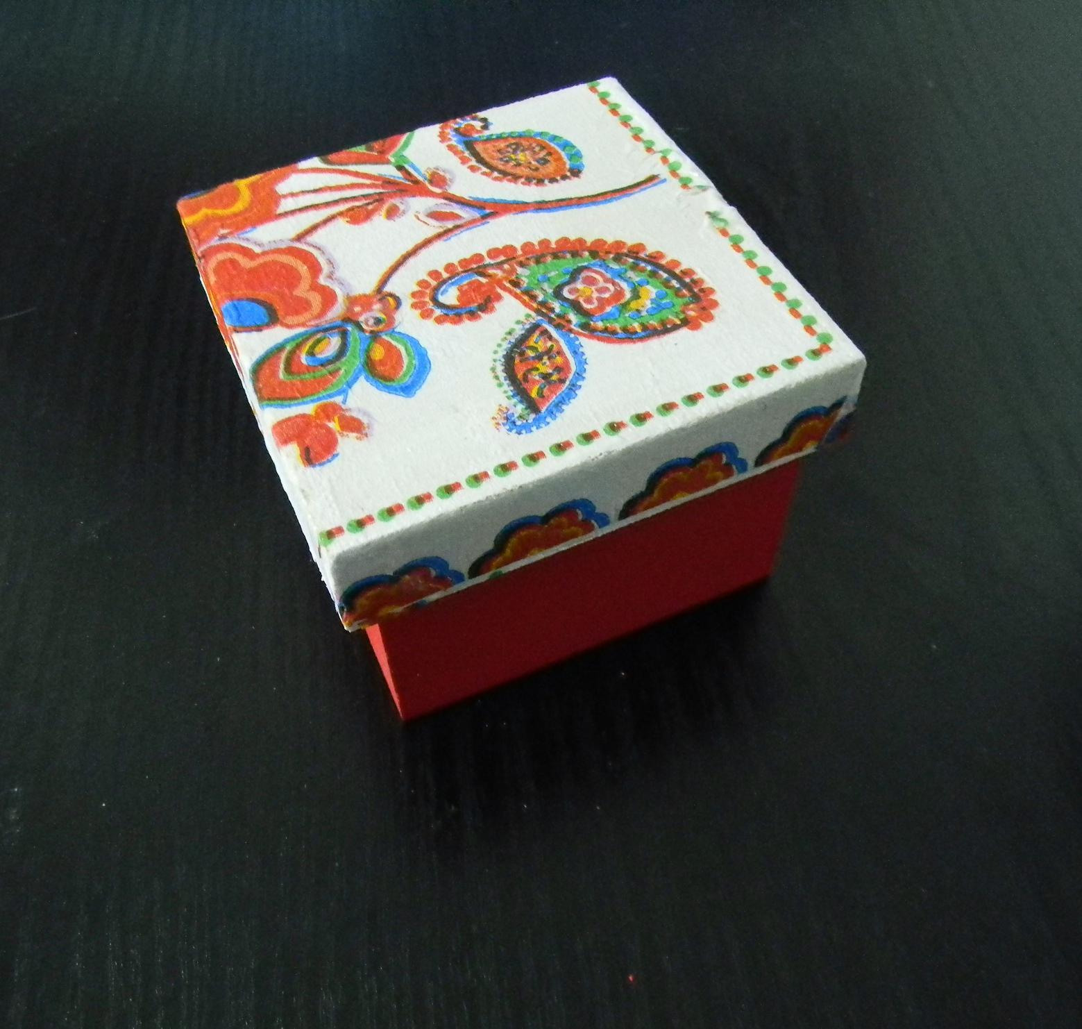 Lulu 39 s cajas medida 9 x 9 x 6 cm pintadas a mano con tapa - Cajas decoradas a mano ...