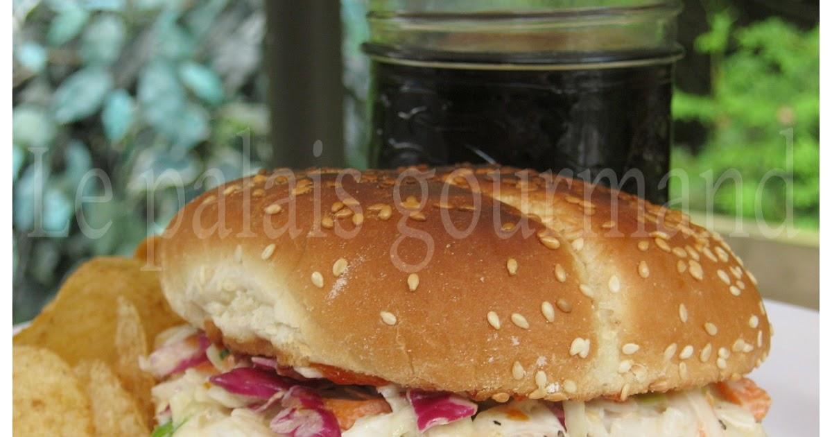 Burgers de porc barbecue et salade de chou