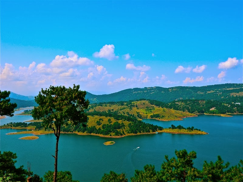 Shillong has beautiful lakes and waterfalls, and is set in pine forests and green mountains.