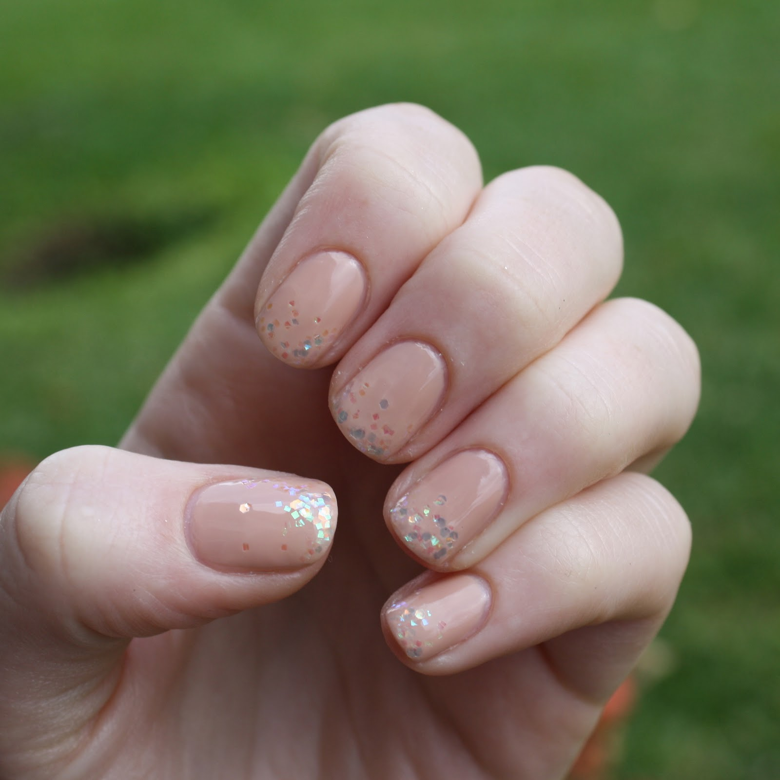 Beauty School Dropouts: Champagne Bubbles New Year\'s Eve Manicure