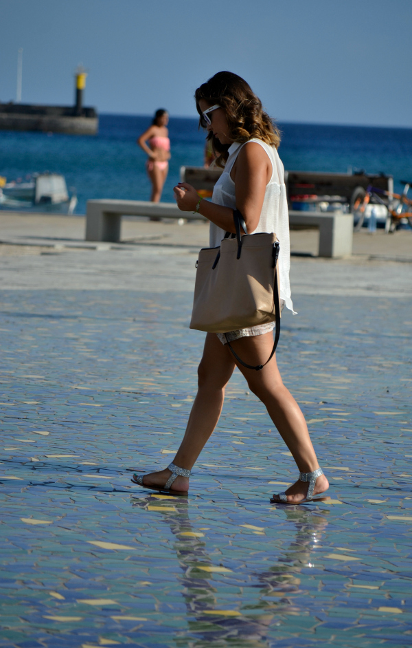 look_outfit_verano_gafas_espejo_knockaround_sandalias_glitter_lovelypepa_nudelolablog_07
