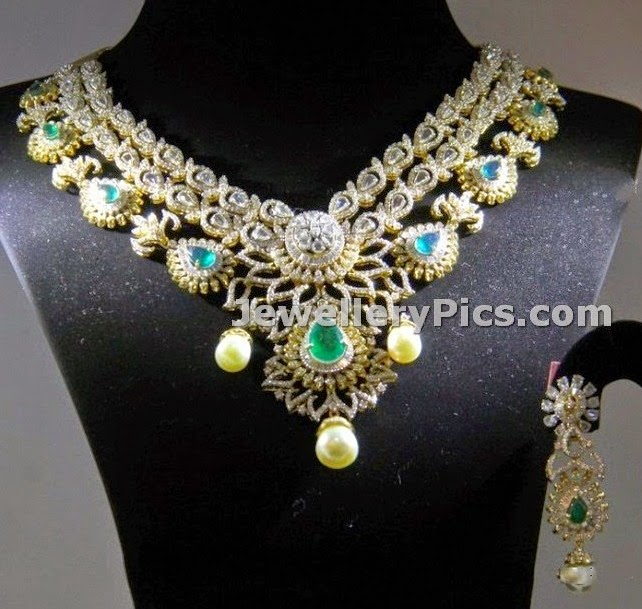 Pretty emeralds diamond necklace