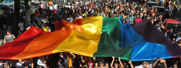 Parada Gay 2011 em Cuiabá (Foto: Reprodução/TVCA)