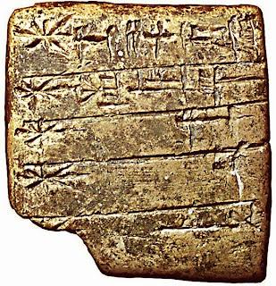 Tablilla con la lista de dioses de Sumeria en escritura cuneiforme