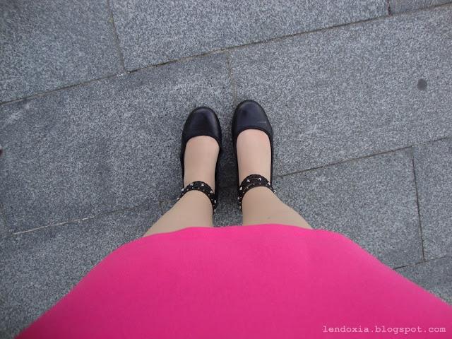 roza haljina crne balerinke