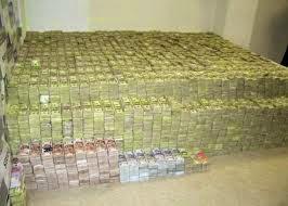 banyaknya uang dalam bank