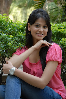 Supriya Shailaja latest Pictures in a pink Top Lovely Spicy Milky white Supriya